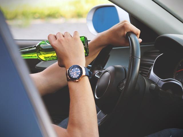 Guida in stato d'ebbrezza: come riottenere la patente di guida nelle more del giudizio penale