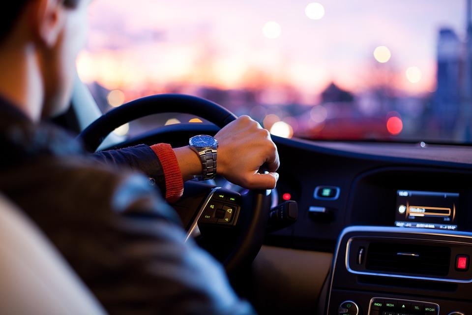 Guida in stato d'ebbrezza: l'aggravante di aver provocato un incidente stradale non si configura in caso di rifiuto di sottoporsi all'alcool test