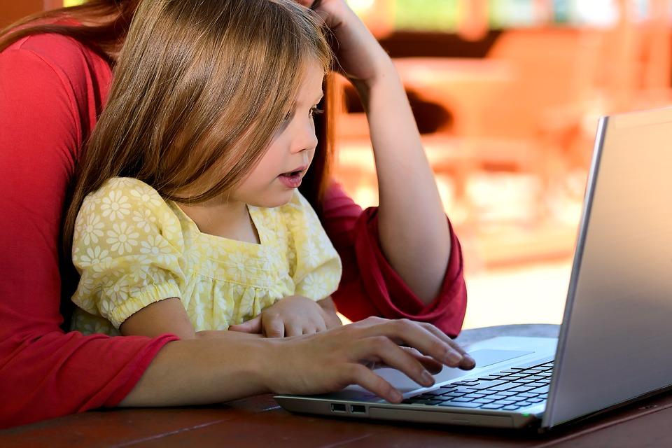 Cyberbullismo: responsabili i genitori per le foto pubblicate dai figli minori