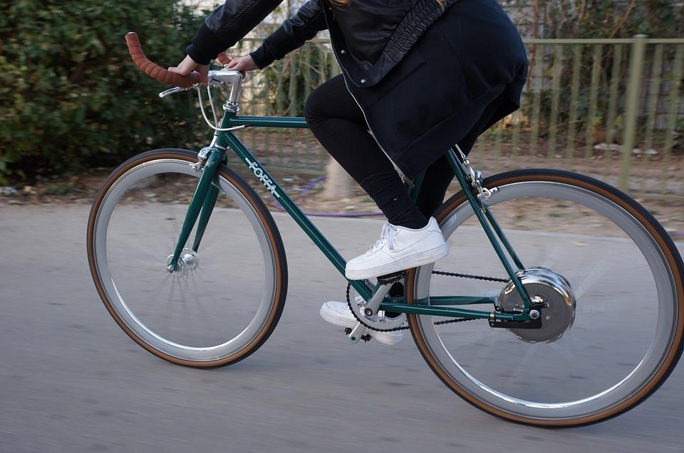 Ubriaco su una bici con pedalata assistita: niente revoca della patente