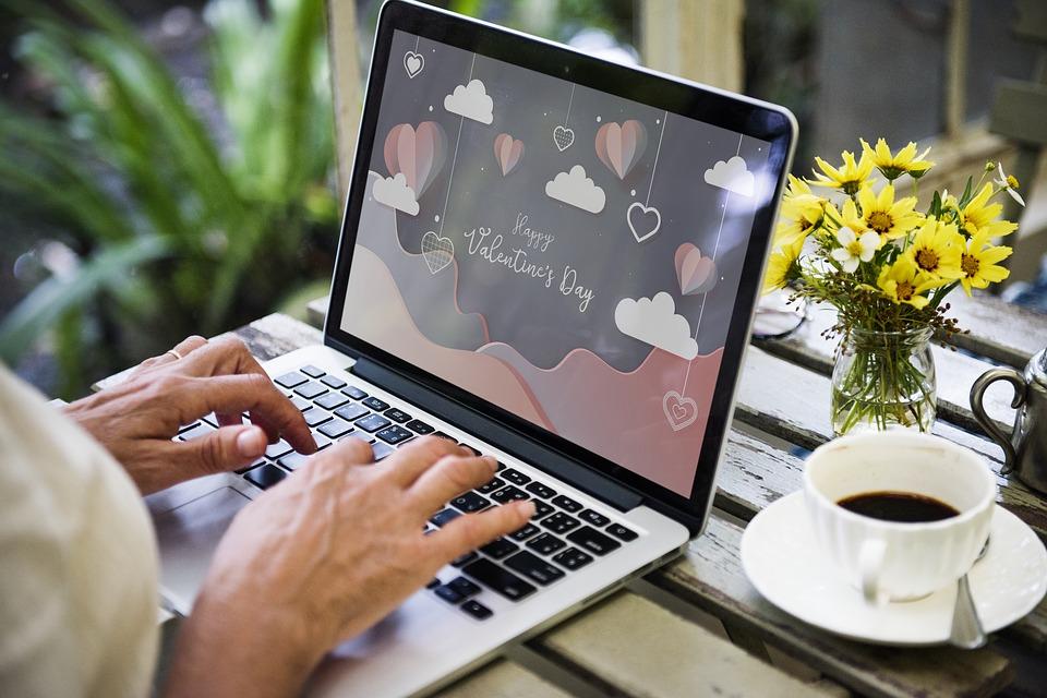 La truffa sentimentale via internet: fingere amore per ottenere denaro