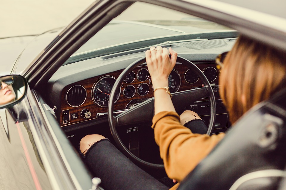 Guida in stato di ebbrezza con il foglio rosa: niente revoca della patente
